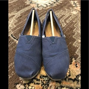 Toms classic blue canvas shoe